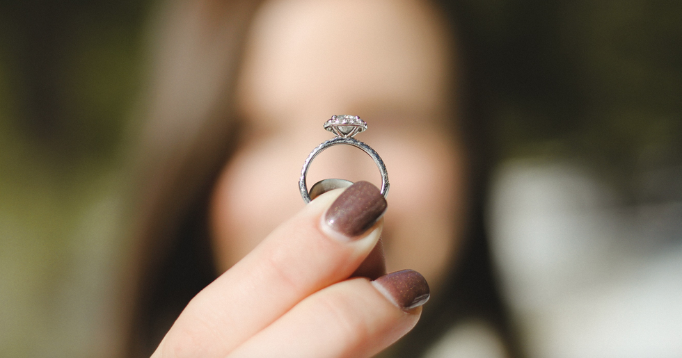 7 Questions Girls Who Never Wear Jewelry Have When They Get Engaged