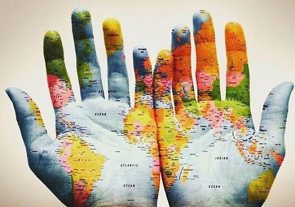 https://pixabay.com/en/hands-world-map-global-earth-600497/