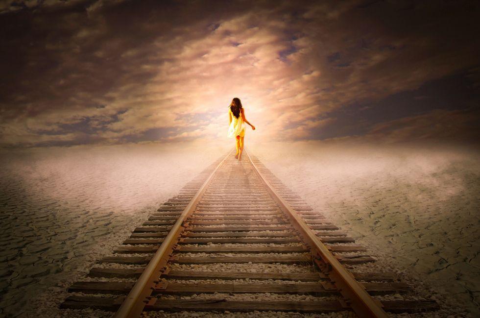 https://www.publicdomainpictures.net/en/view-image.php?image=171430&picture=woman-walking-away