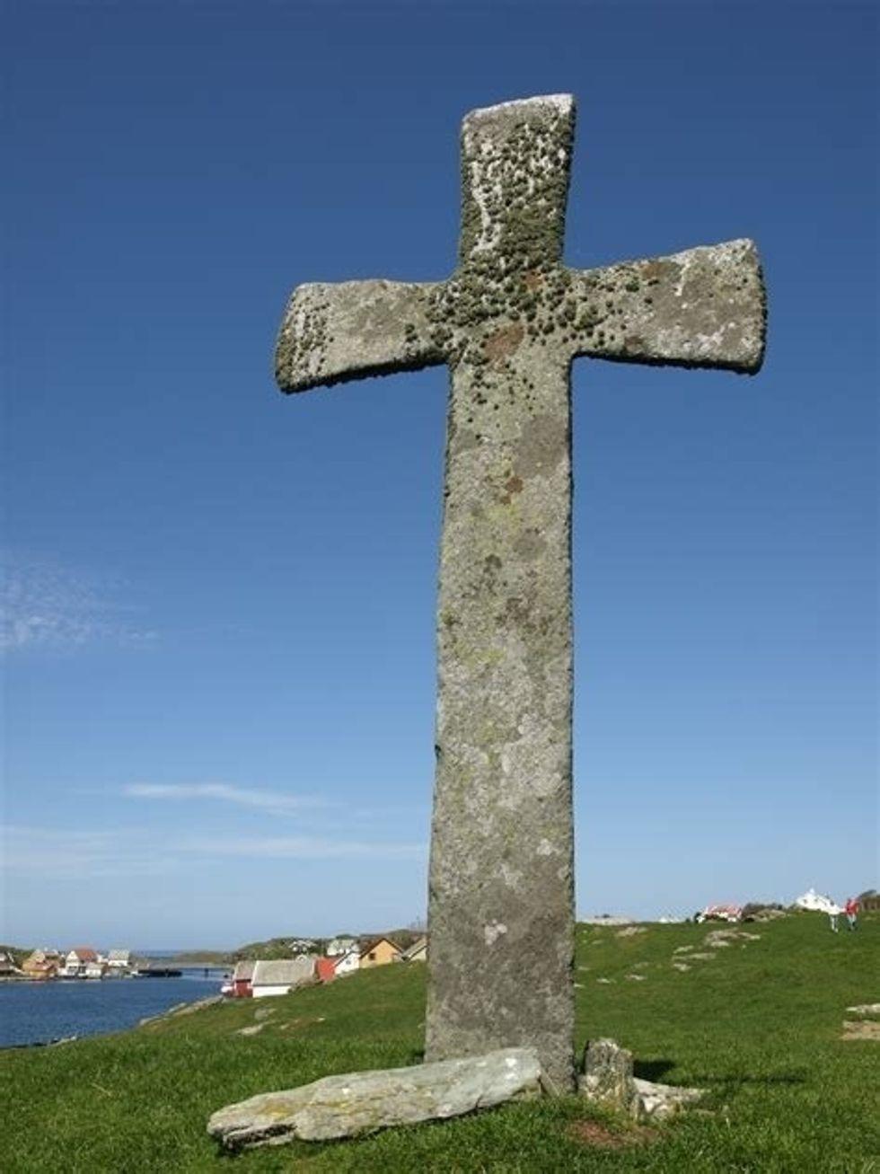 http://commons.wikimedia.org/wiki/File:Stone_cross,_Leiasundet,_Kvits%C3%B8y_Rogaland.jpg