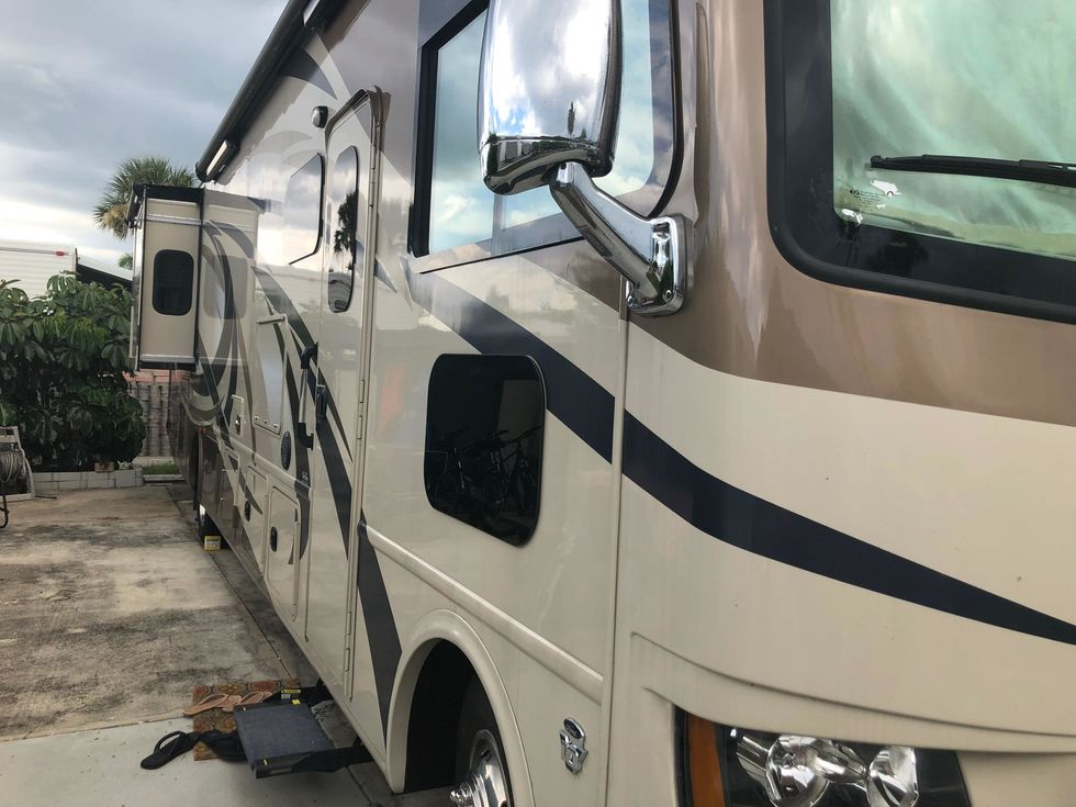 8 Reasons Traveling in an RV Beats a Normal Car Anytime
