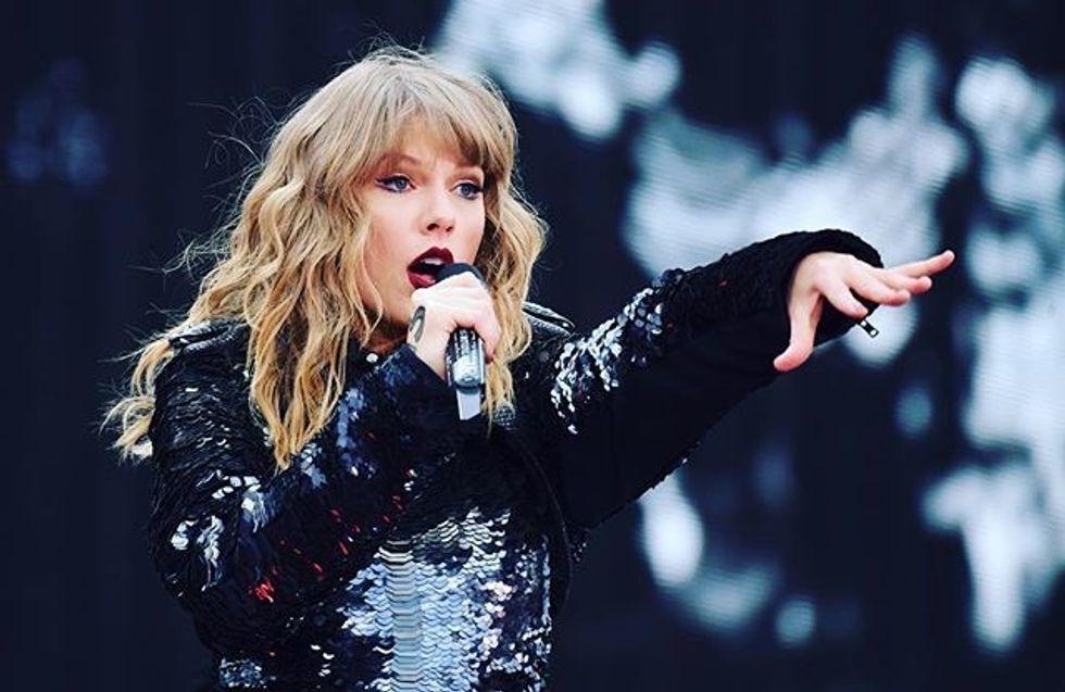 Taylor Swift singing