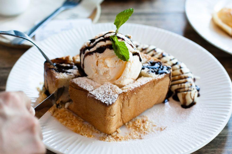 buttered brioche and ice cream