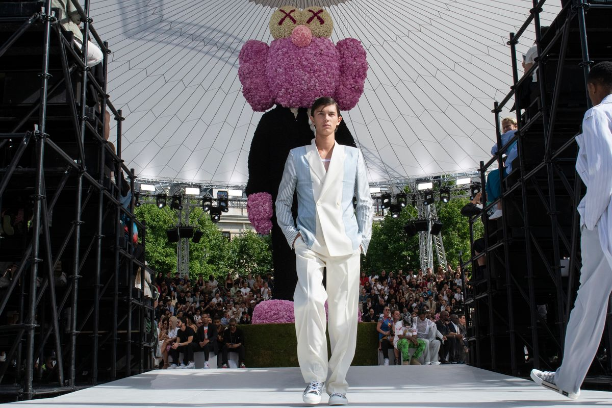 Kim Jones Collaborates with KAWS for His Dior Homme Debut Show