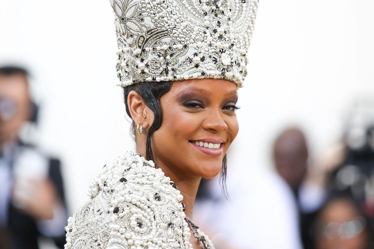 Rihanna Immortalizes Her Iconic Clapback With Fenty Eyeliner