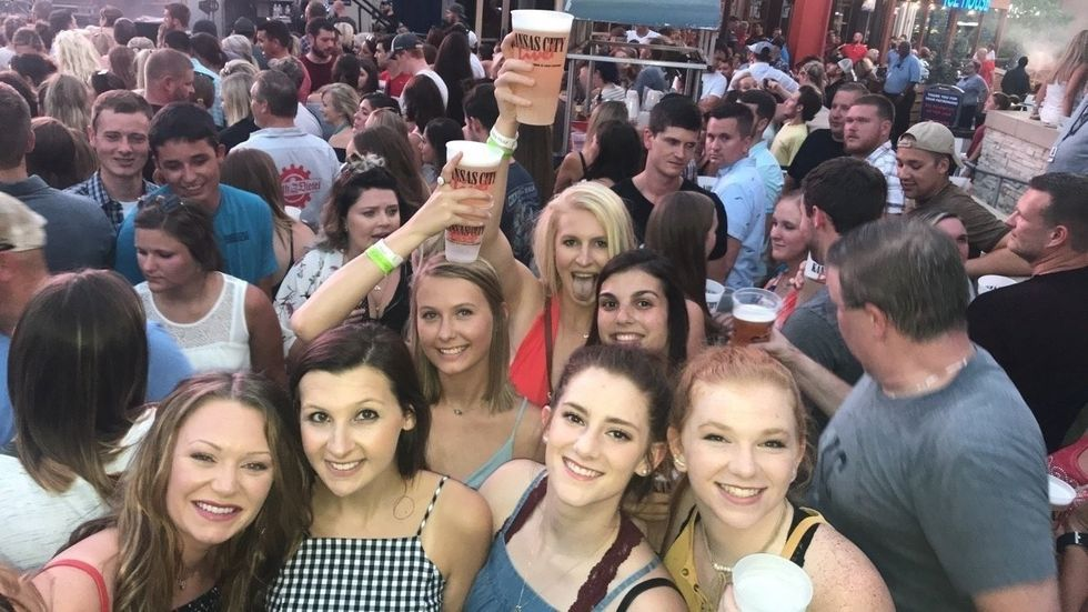 20 Reasons to go to summer concerts with your besties