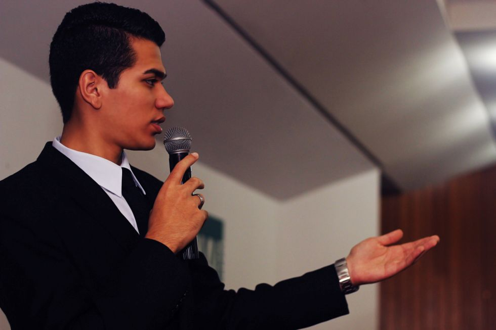 9 Public Speaking Tips From A Former Speech/Debate Kid You Can Use Next Semester