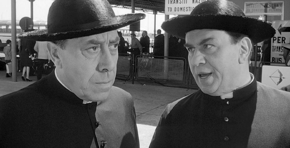 Neanche un prete per chiacchierare. Ma 9 italiani su 10 vogliono don Camillo