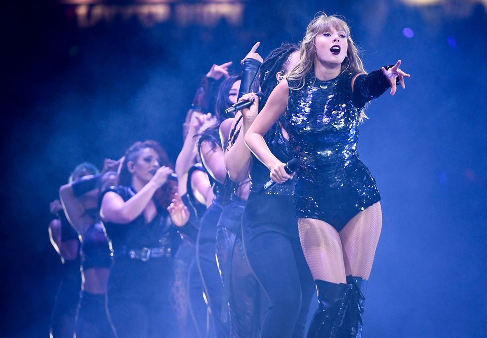 Taylor swift should be every girl's role model