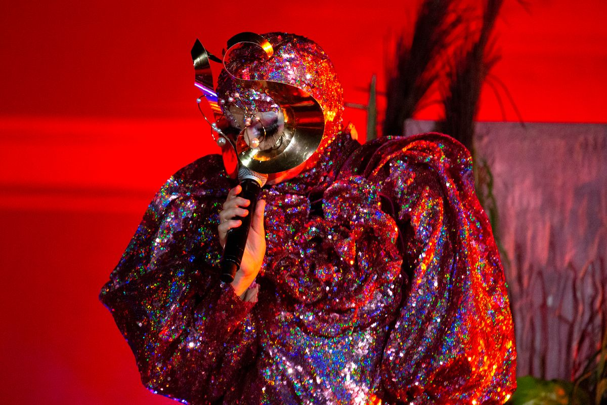 Björk Performs in a Custom Gucci Gown