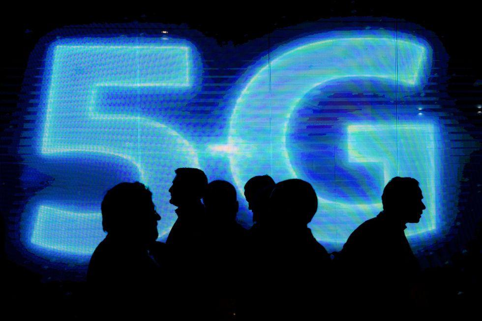 Big lightup 5G sign.