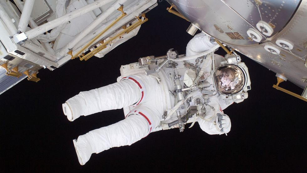 Flight engineer Nicole Stott of the space shuttle Discovery works during a six-and-a-half hour spacewalk performed overnight between Tuesday night and Wednesday morning September 1, 2009. (Image: NASA)