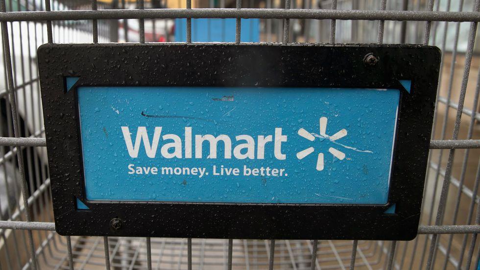 Walmart shopping cart advertising its store. (Photo:Scott Olson/Getty)