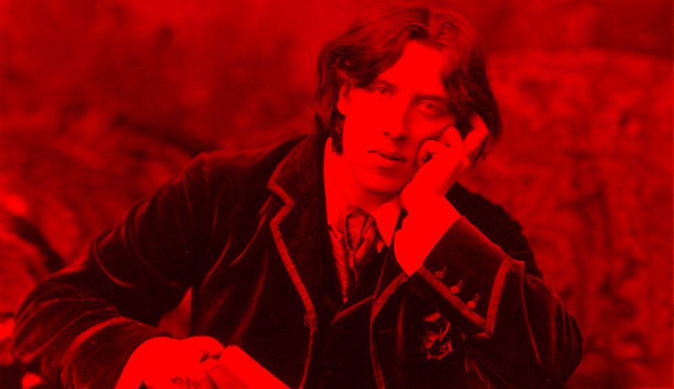 Oscar Wilde seated in the colors of socialism. (Photo: Napoleon Sarony/BigThink)