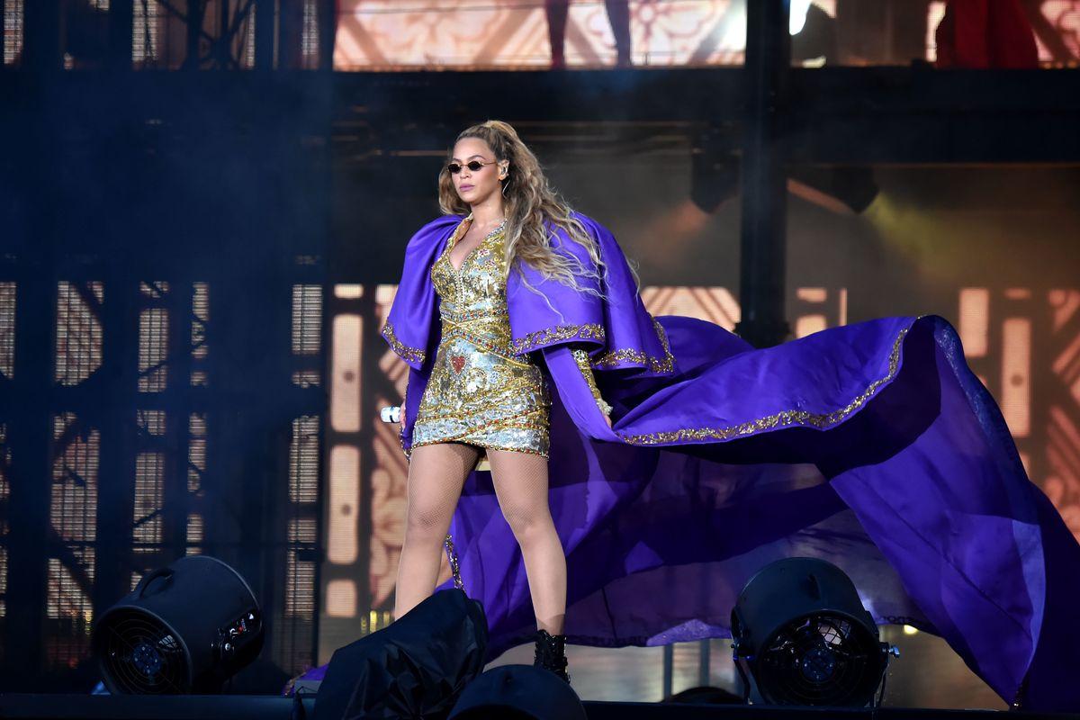 Hollyweird: Beyoncé Had to Run Three Miles While Singing