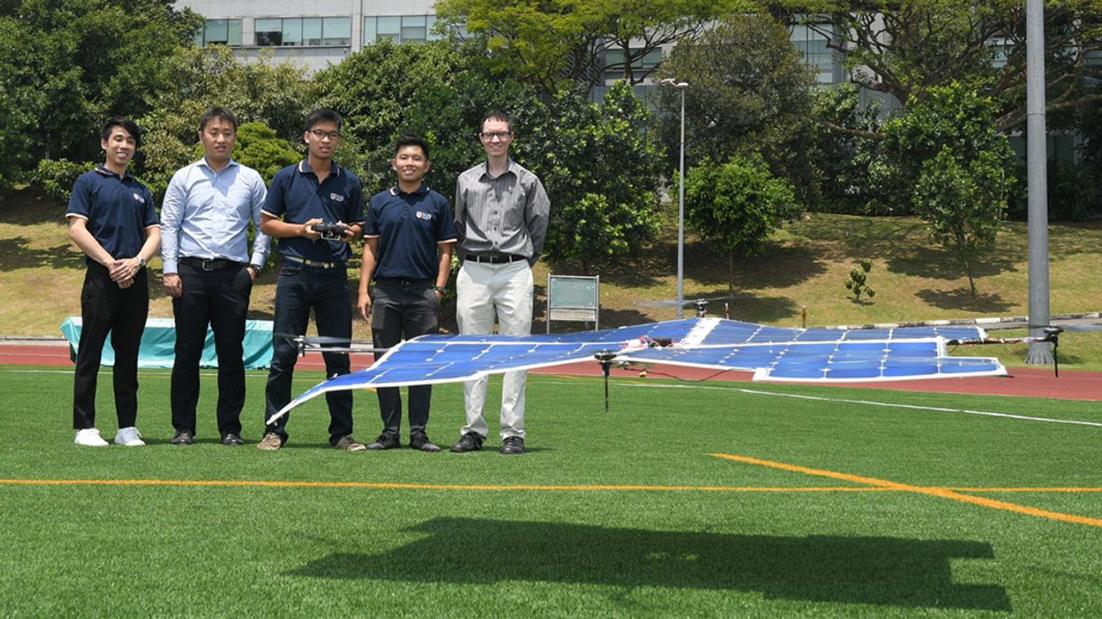 100% Solar-Powered Quadcopter Flies Without Batteries