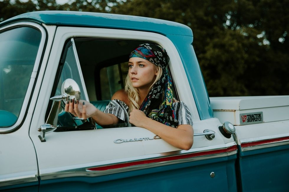 7 Tear-Jerking Country Songs GuarantedTo Make You Cry On Your First Drive To College