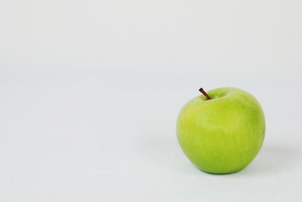 https://www.pexels.com/photo/apple-close-up-delicious-food-533343/