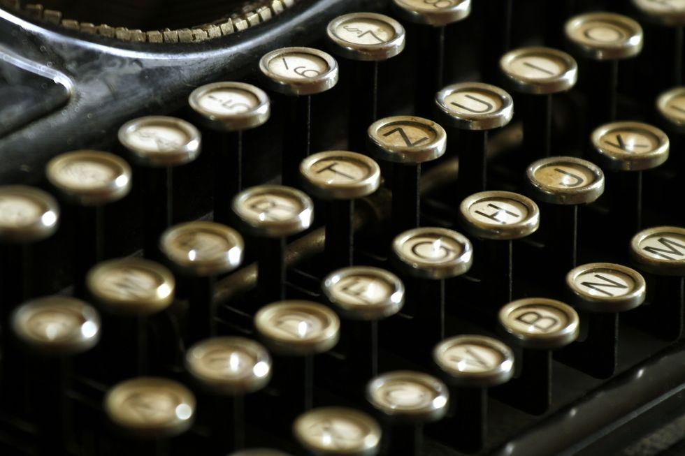 https://pixabay.com/en/typewriter-letters-keyboard-keys-472850/