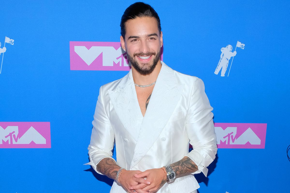 White Suits Popped On the VMAs Pink Carpet