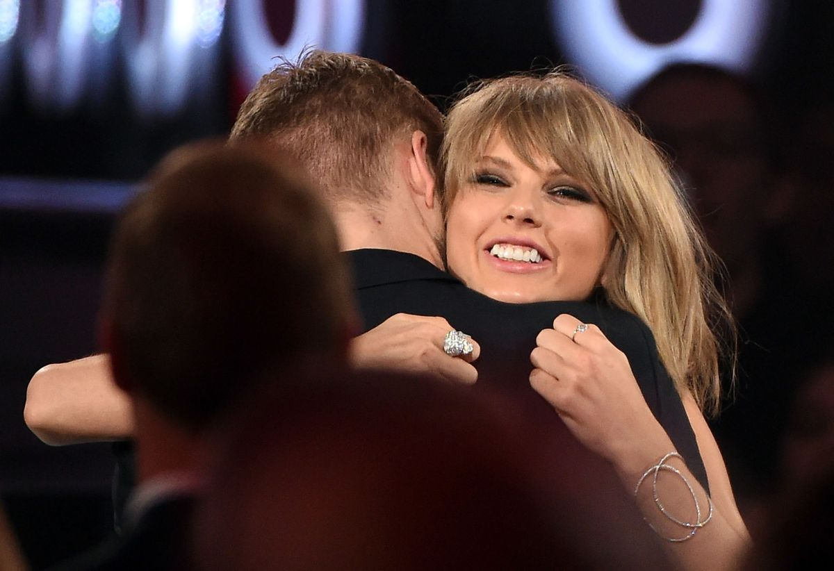 Taylor Swift and Calvin Harris Celebrated Their One-Year Anniversary With Some Chocolate and Gold