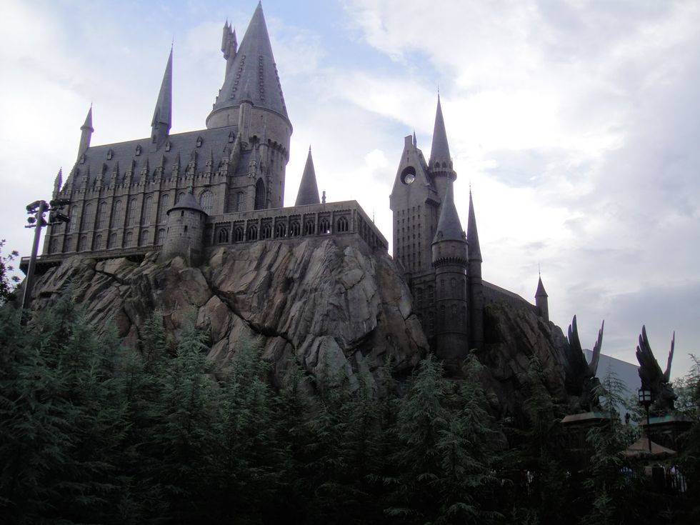 https://commons.wikimedia.org/wiki/File:Universal-Islands-of-Adventure-Harry-Potter-Castle-9182.jpg