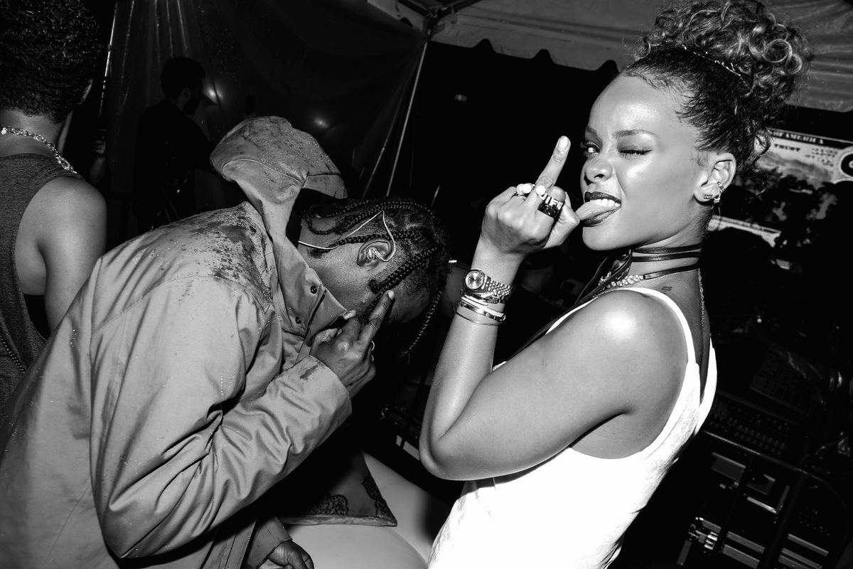 Rihanna Is All About Her New Metallic Lipgloss
