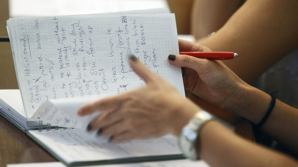 Increase Learning Comprehension By Taking Pen and Paper Notes in Class
