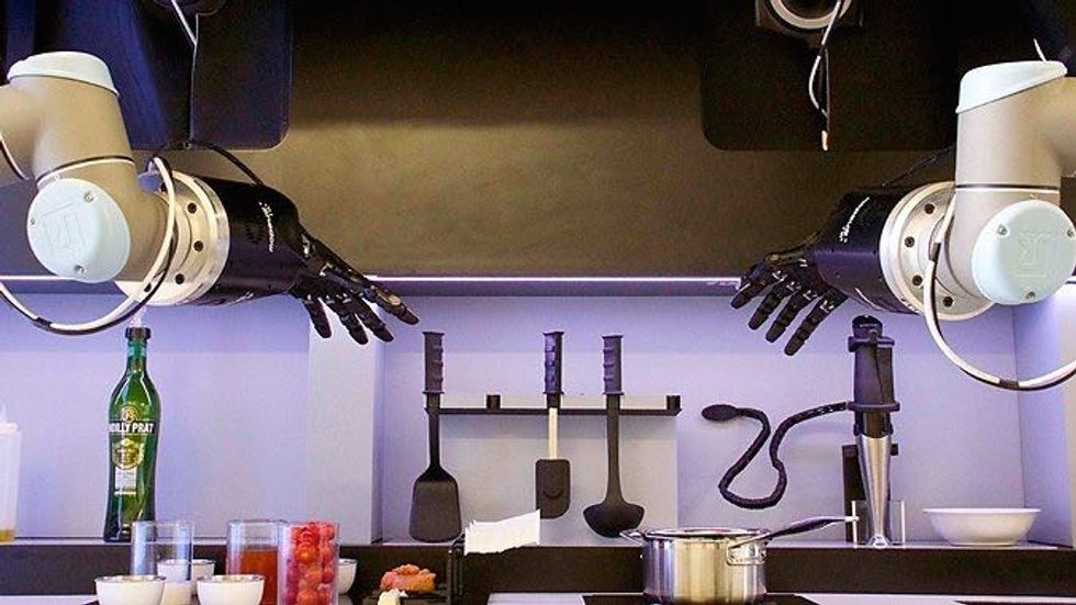 Robot Mimics Chefs to Prepare Five-Star Dishes at Home