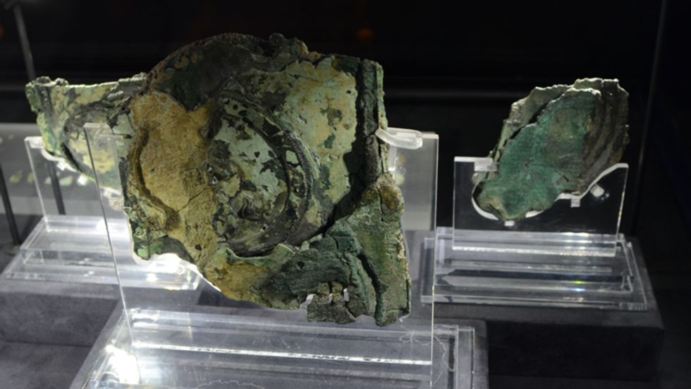 Exploded view of Antikythera mechanism (Peulle)