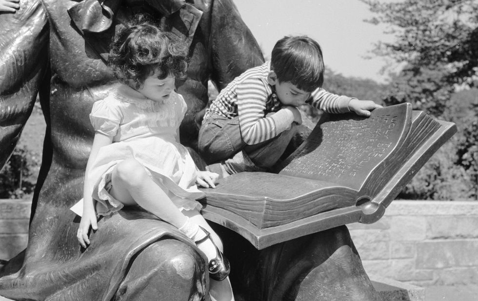 Universal Brain Activation Discovered When Reading Stories