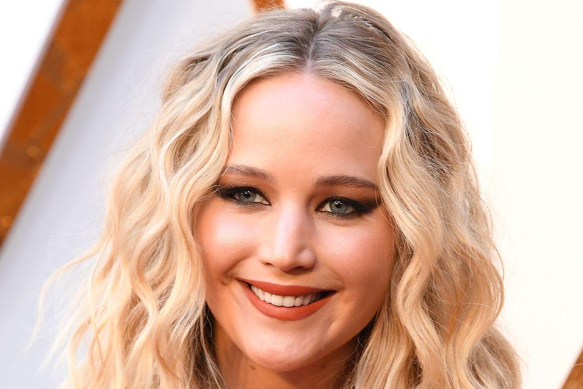 Jennifer Lawrence Has A Finsta