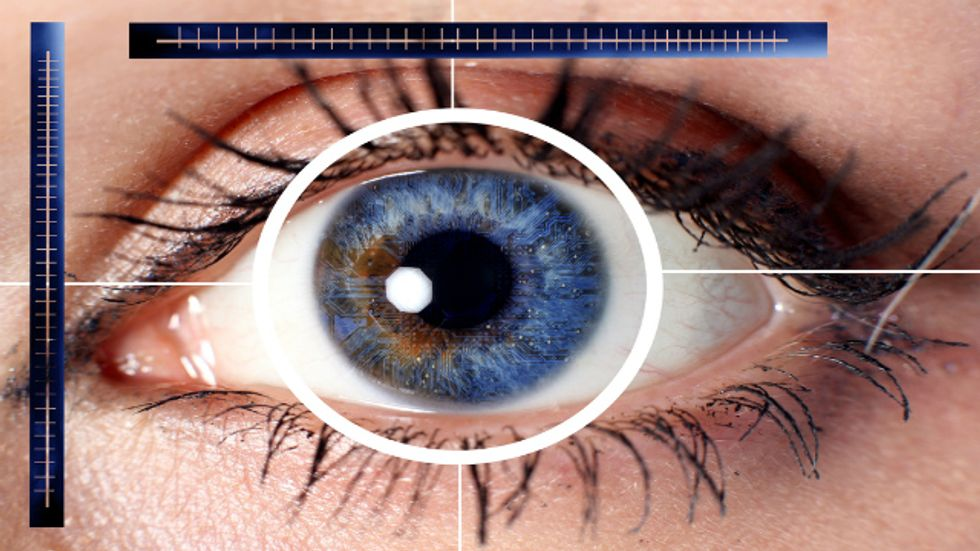 Virtual Reality Contact Lenses Are One Step Closer to Reality