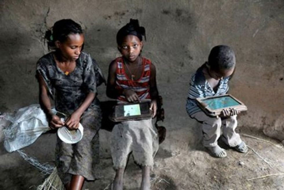 No Instructions, No School, No Electricity? No Problem. These Illiterate Ethiopian Kids Mastered Xoom Tablets In a Few Days