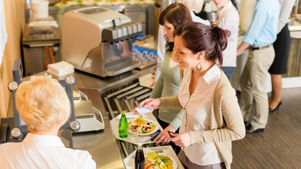 """""""Trayless"""" Dining Halls Save Both Food And Energy"""