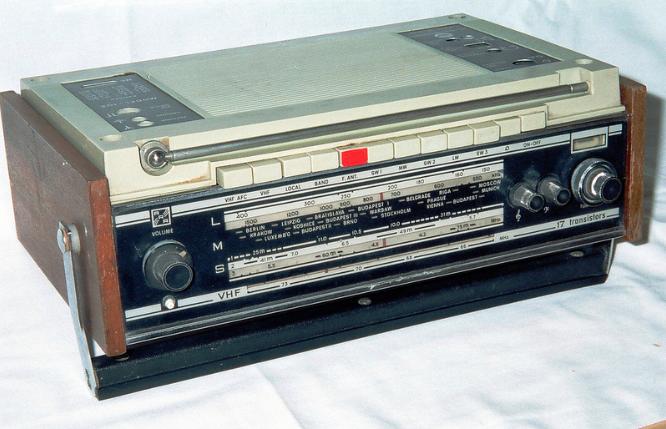 Flickr- battery powered radio