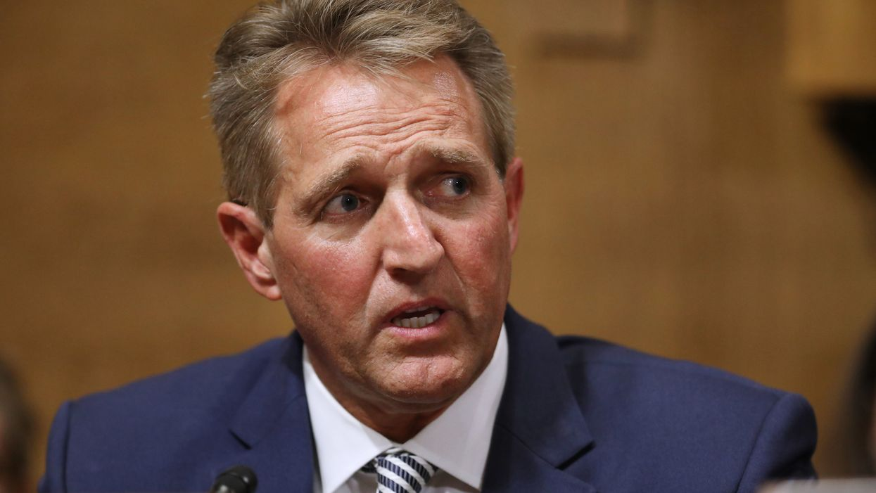 Sen. Jeff Flake demands FBI investigation on Kavanaugh, delaying vote