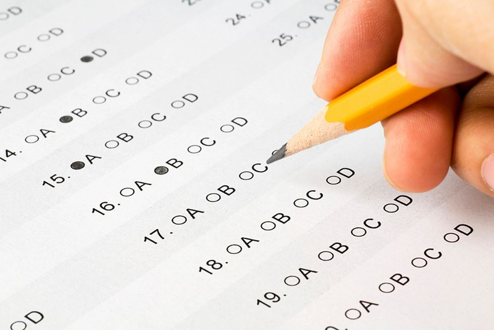 10 Thoughts That Go Through Your Head When You Take Your First College Exam