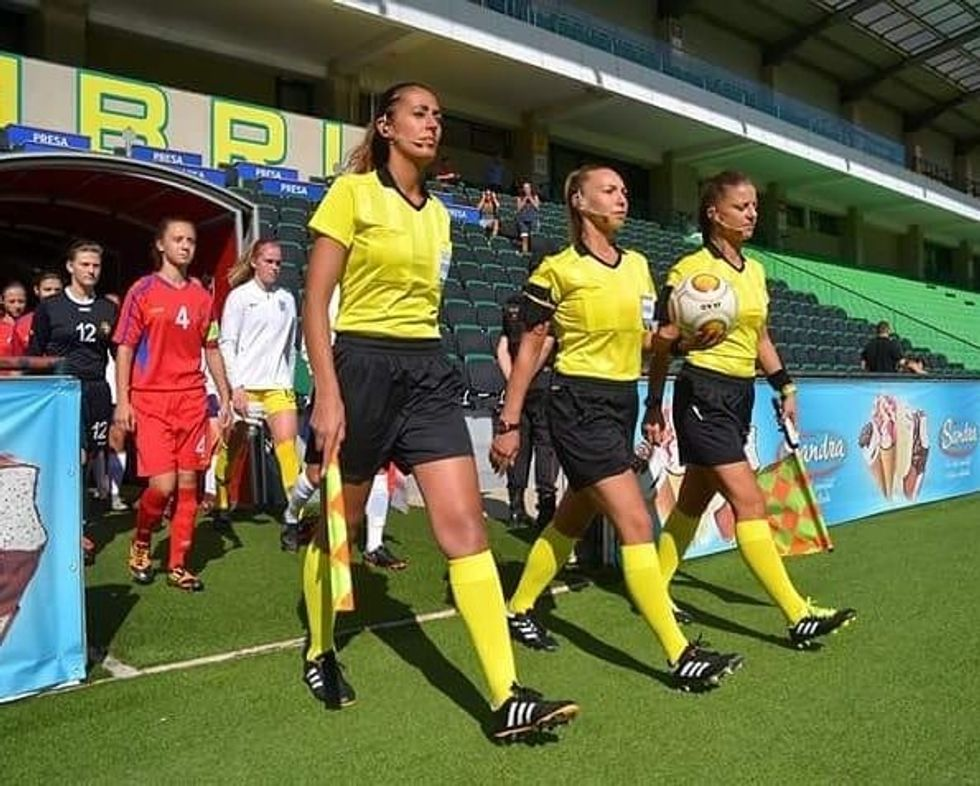 9 Reasons You Should Become A Soccer Referee