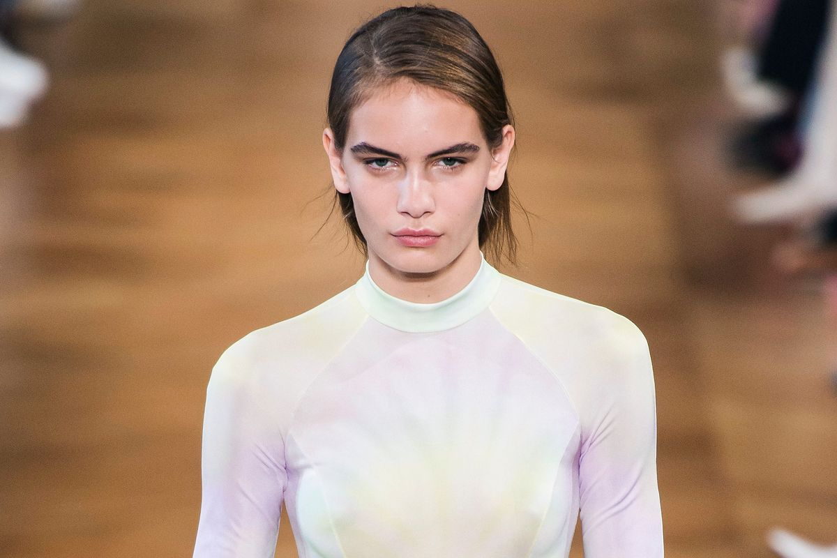Stella McCartney's Relaxing Runway Show Was a Pastel Daydream
