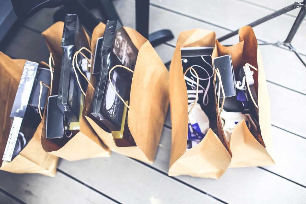 https://www.pexels.com/photo/brown-shopping-bags-5956/