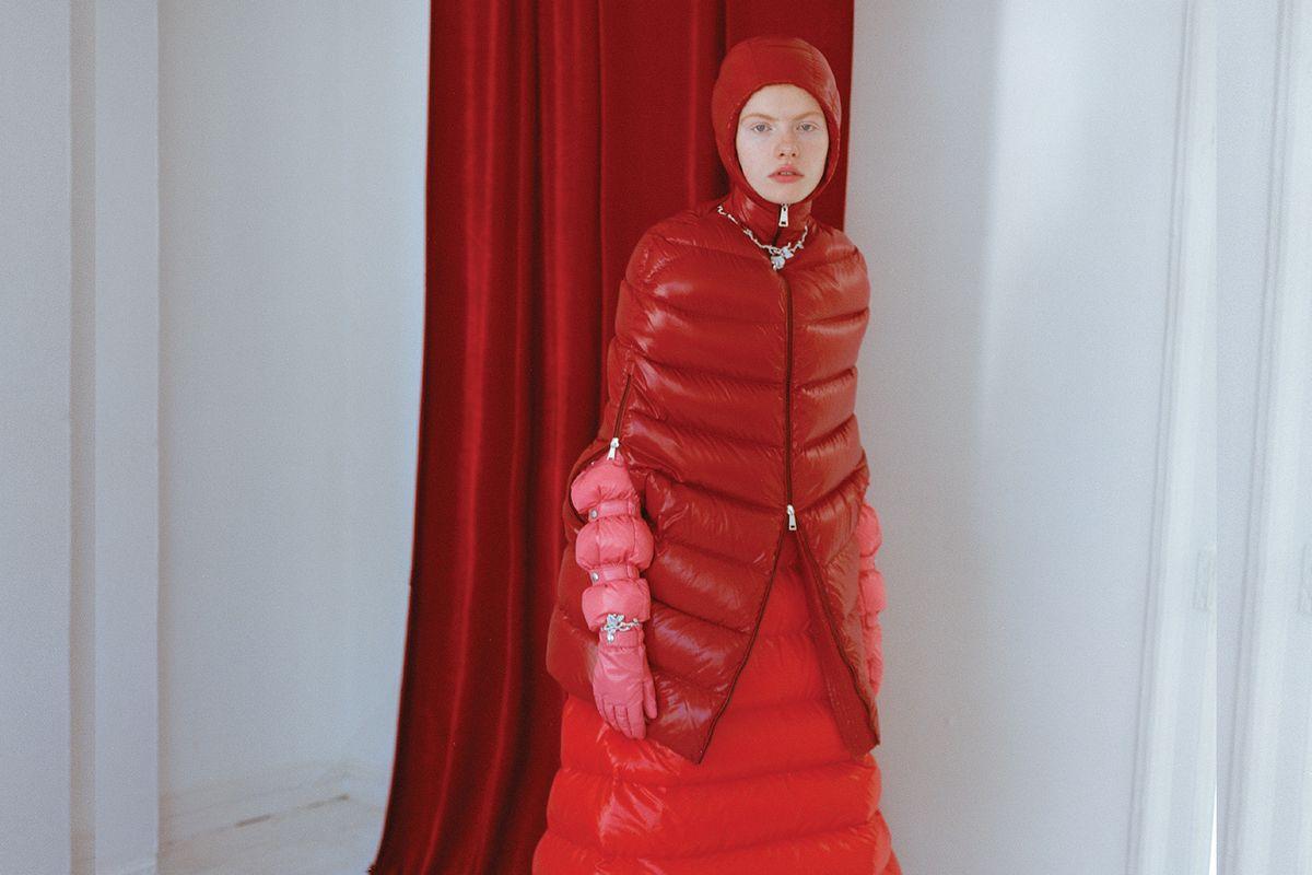 PAPER Fashion: Wall Flower