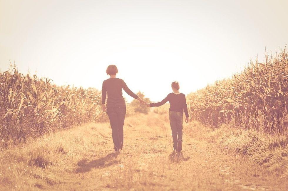 https://pixabay.com/en/mother-daughter-field-friendship-103311/