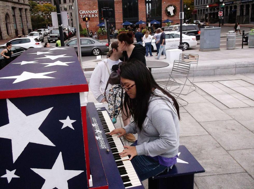 piano, city