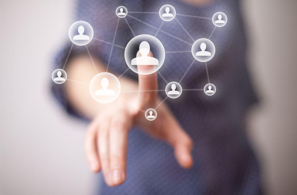 Social Media ROI for Business: Facebook versus LinkedIn