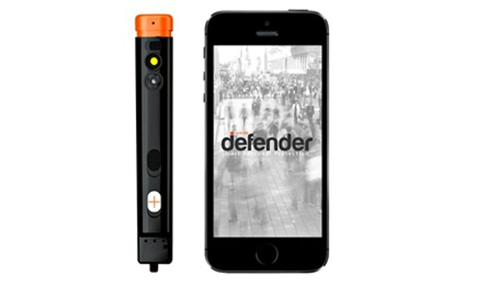 This Smart Pepper Spray Snaps a Photo of Your Assailant and Sends It to the Police