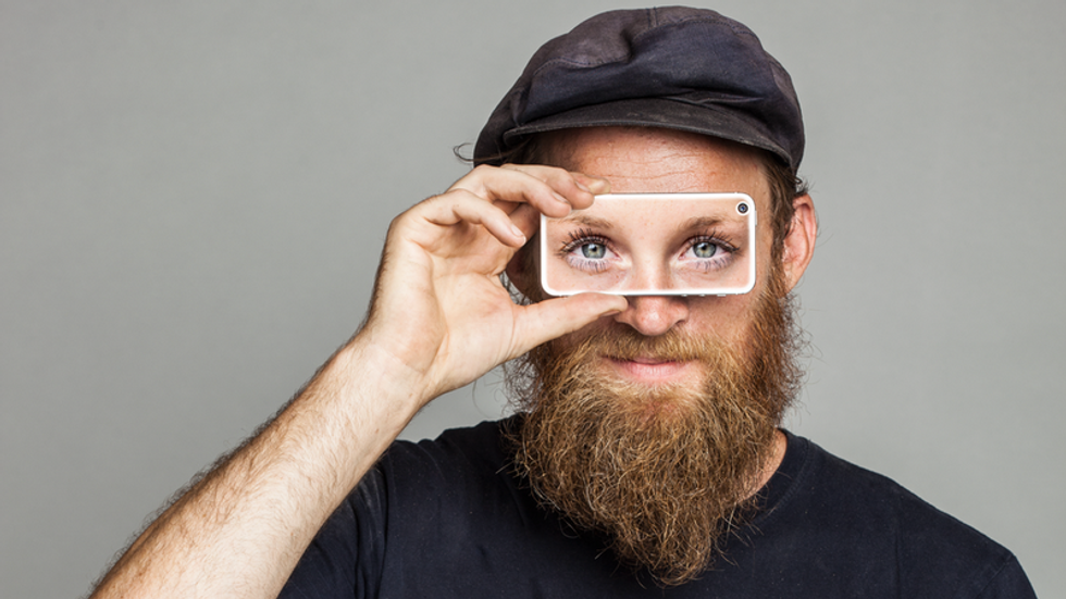 Lend Your Eyes to Help the Blind With This Smart App