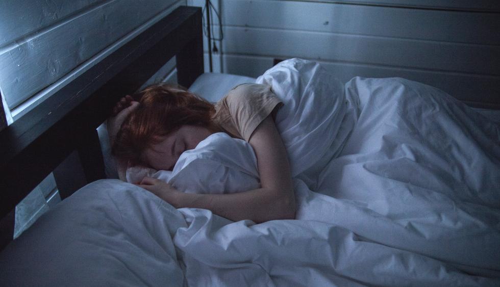 woman sleeping redhead