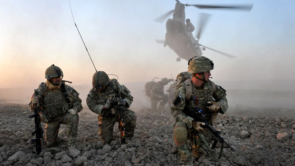 Soldiers from D Company of The Argyll and Sutherland Highlanders, 5th Battalion The Royal Regiment of Scotland, and officers from the Afghan National Police, are inserted into the area by two CH-47 Chinooks. (Photo: ResoluteSupportMedia)