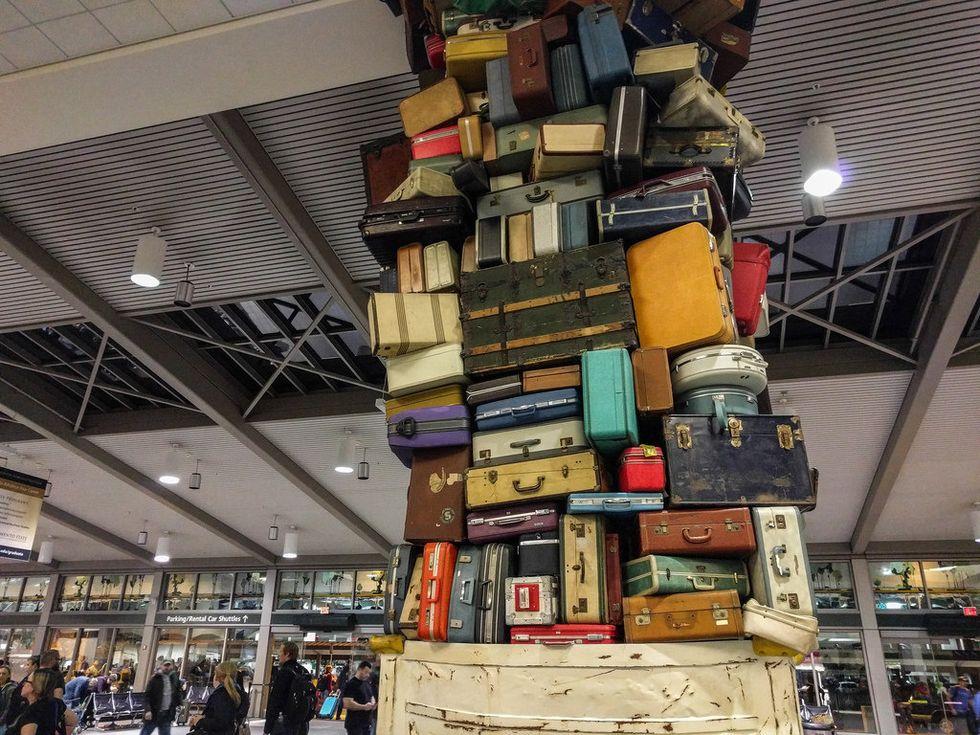 https://pixabay.com/en/luggage-suitcases-baggage-bags-933487/